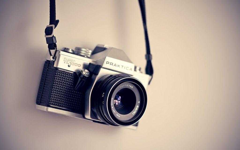 הצלם מאחורי המצלמה