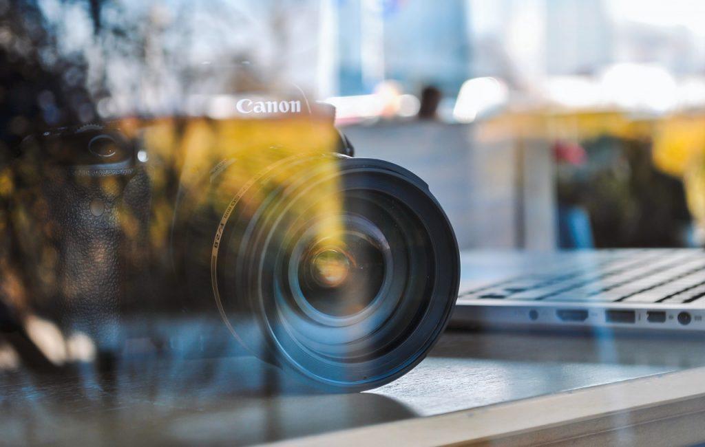 מצלמה מבעד לזכוכית