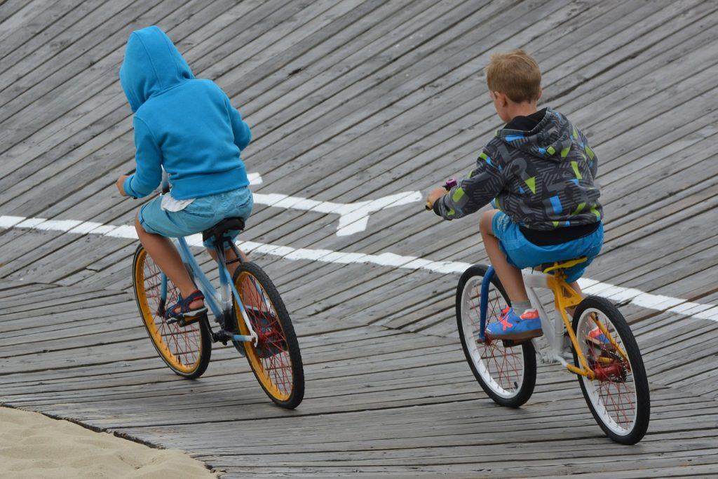 ילדים רוכבים