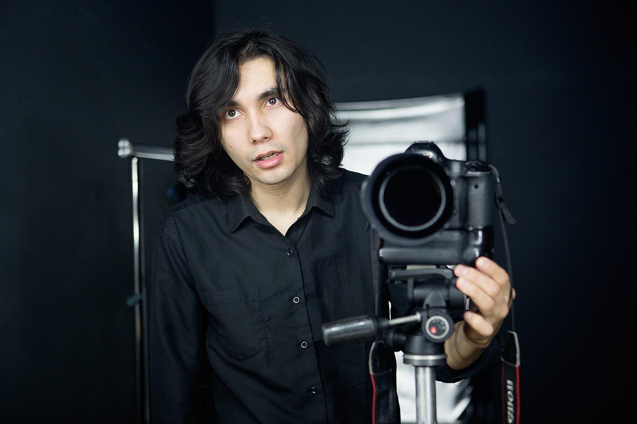 גבר ומצלמה