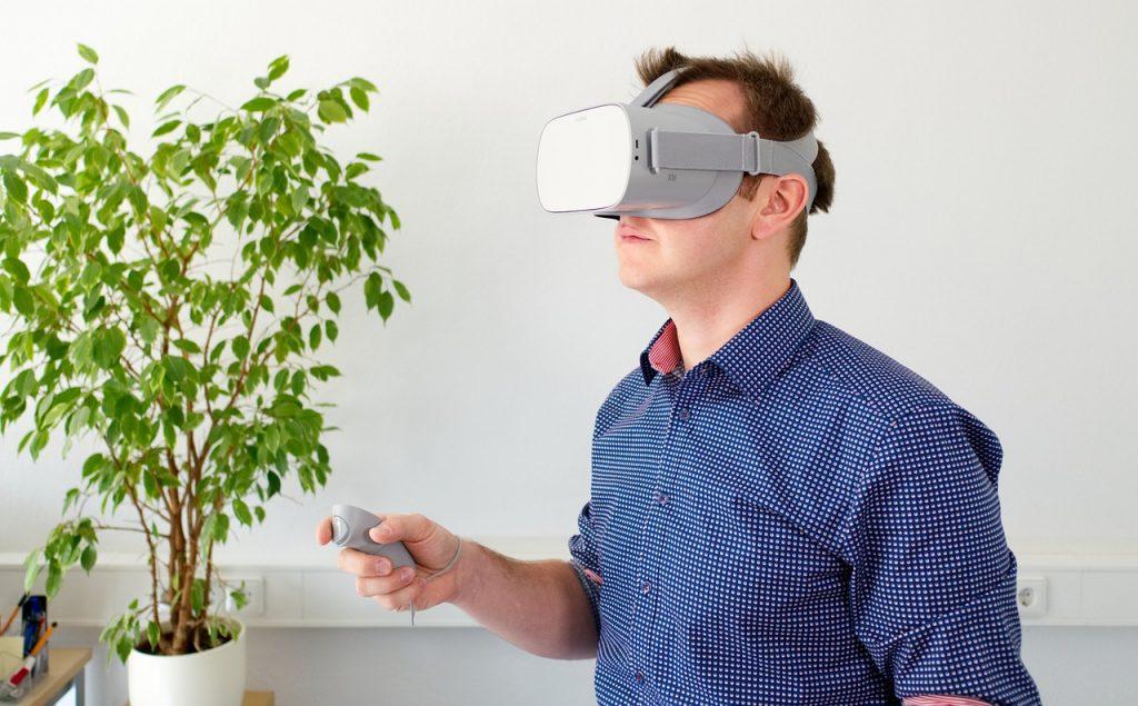 גבר במציאות מדומה