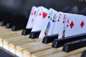קלידים וקלפים - הזמנת קוסם לילדים