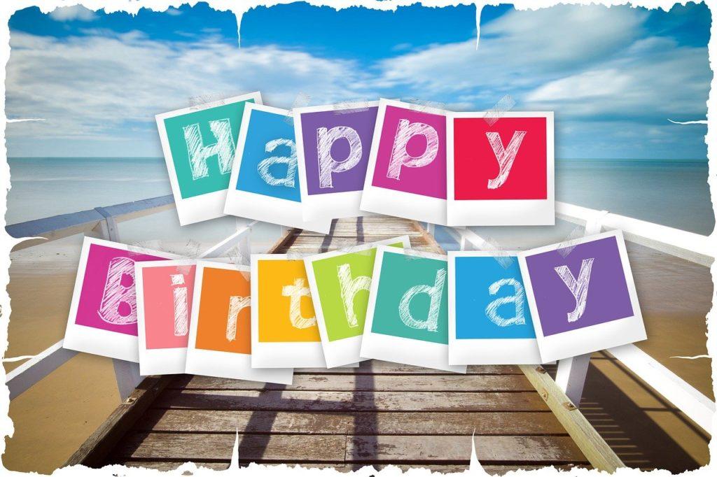 שלט צבעוני של יום הולדת