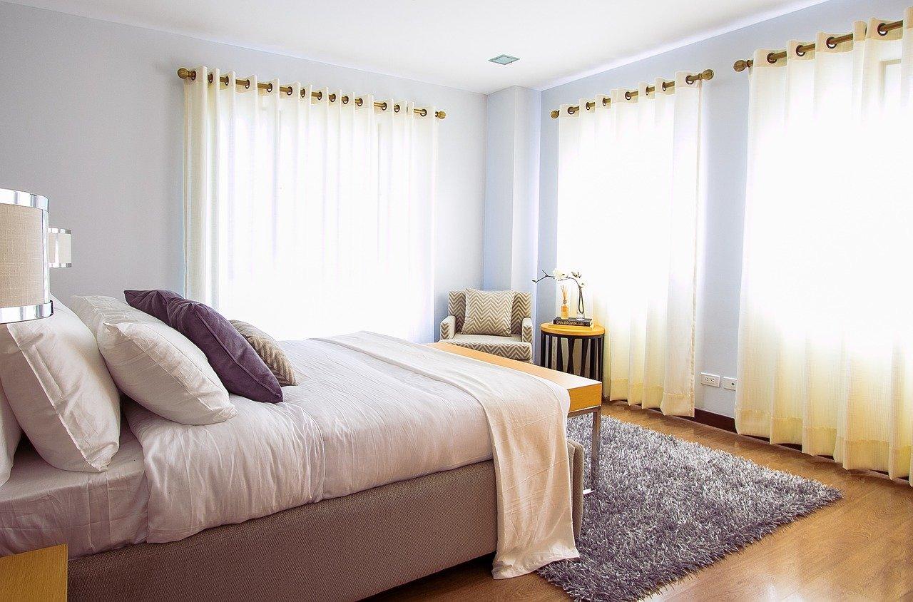 צילום וילונות לחדר השינה - איך חשוב למקם אותם